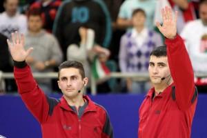 Cuplul Nenad Nikolici şi Dusan Stojkovici arbitreaza partida de la Veszprem